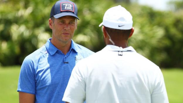 Tiger Woods e Peyton Manning hanno sconfitto Tom Brady e Phil Mickelson in una partita di beneficenza da $ 20 milioni