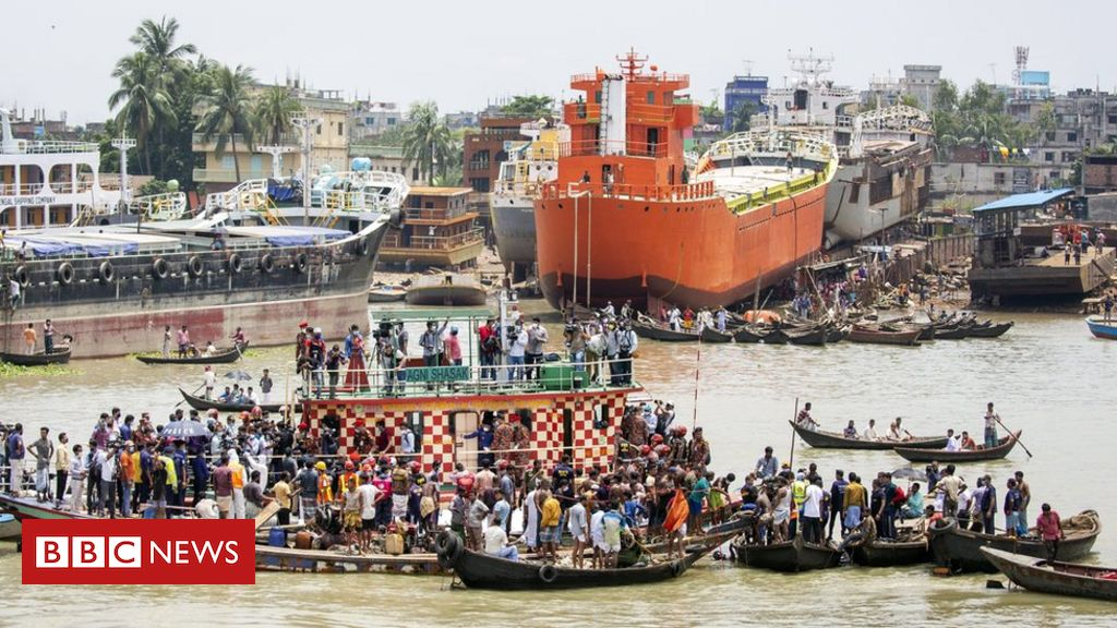Incidente del traghetto in Bangladesh: almeno 32 morti mentre la barca si ribalta